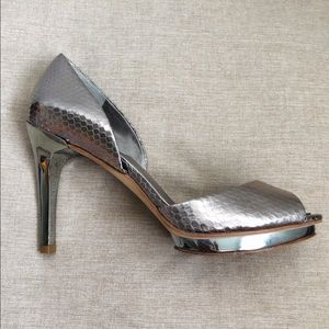 BCBG Max Azria Gold Pewter Snake Heels Shoes 7.5
